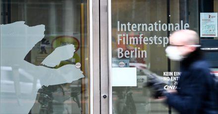 Die Festivalleitung der Berlinale muss angesichts der Infektionslage erneut umplanen.