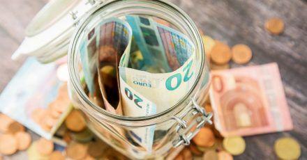 Sparen kann sich lohnen - aber nur, wenn das Geld gut angelegt ist. Das Girokonto ist zum Vermögensaufbau nicht unbedingt geeignet.