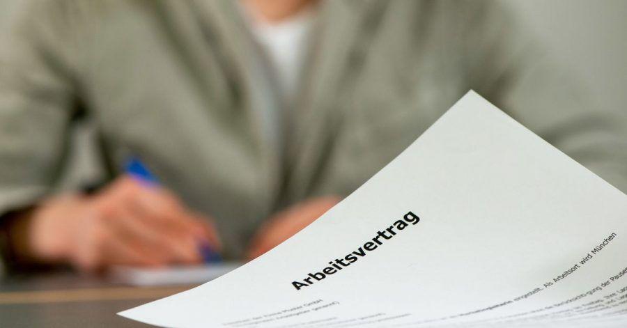 Arbeitsverträge mit Familienmitgliedern müssen auch dann steuerlich anerkannt werden, wenn keine festen Arbeitszeiten ausgemacht wurden.