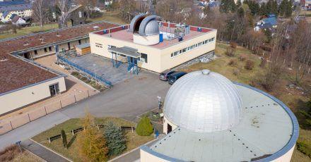 In der 1967 eröffneten Anlage inRodewischsteht ein neues Spiegelteleskop mit 50 Zentimetern Durchmesser künftig im Mittelpunkt der neu hergerichteten Holzkuppel.