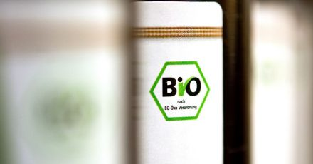 Bio-Getränke dürfen keine nichtbiologischen Zutaten enthalten. Somit ist in der Regel auch der Einsatz von Calciumcarbonat nicht zulässig.