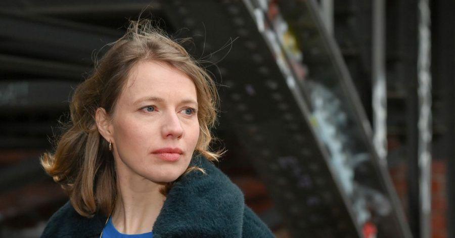 Schauspielerin Anna Brüggemann hat ihren ersten Roman geschrieben.