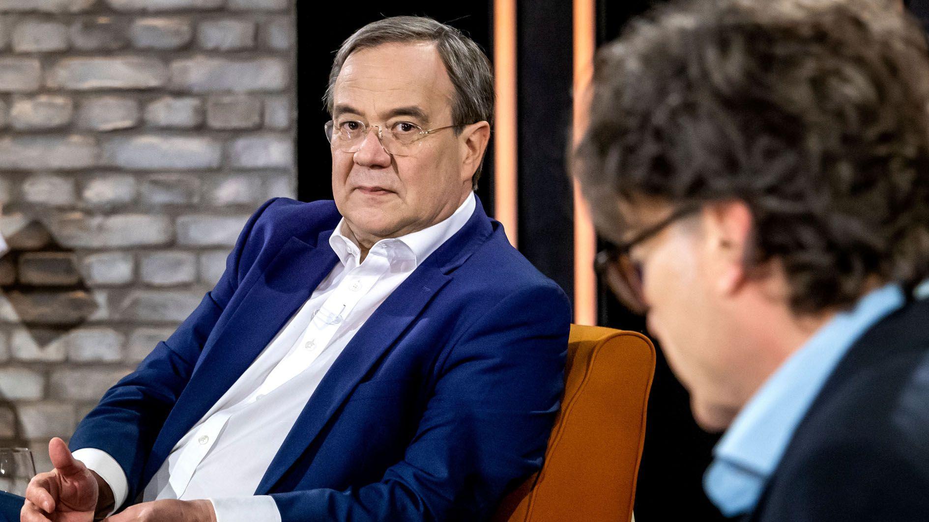 #allesdichtmachen: Jan Josef Liefers erklärt sich im TV und das sagt Laschet