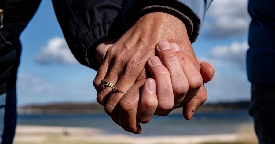 Bei dem Abschluss eines Vertrags mit einer Partnervermittlung verzichtete eine Frau freiwillig auf ihr Kündigungsrecht. Hat das vor Gericht Bestand?