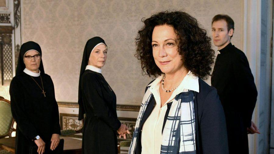 """""""Um Himmels Willen"""": Was will Jenny Winter (Barbara Wussow, 2.v.r.) beim Weihbischof? (cg/spot)"""