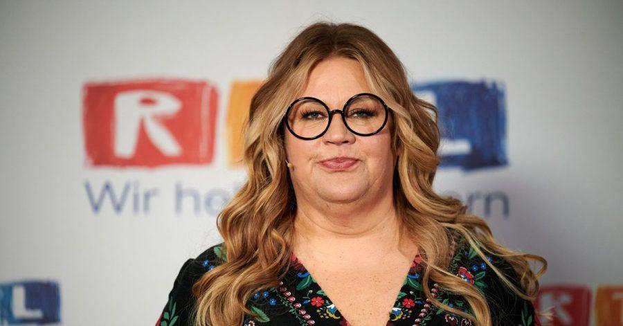 Die Komikerin Ilka Bessin nimmt die politischen Entscheider in Sachen Corona in Schutz.
