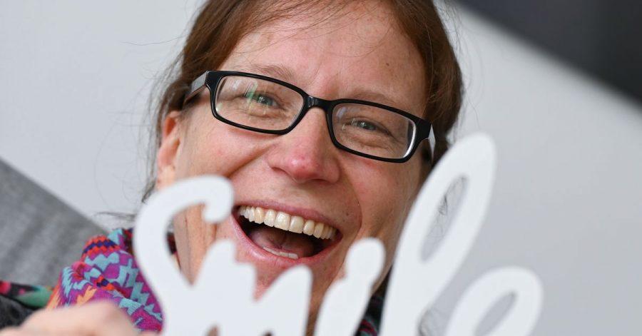 Stütze in der Krise:Sandra Mandl schenkt der Welt ein Lachen.