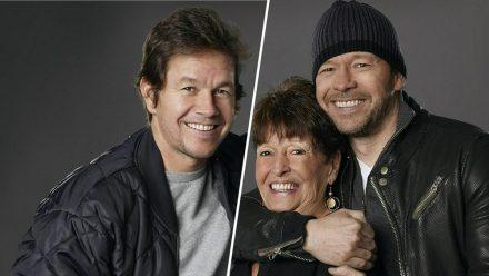 """Mutter Alma stand mit ihren Söhnen Mark (l.) und Donnie in der Reality-Show """"Wahlburgers"""" vor der Kamera. (tae/spot)"""