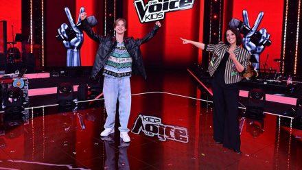 """Stefanie Kloß mit """"The Voice Kids""""-Sieger Egon Werler. (jom/spot)"""