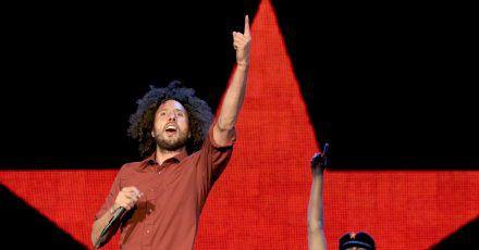 Die US-Band «Rage Against The Machine» mit dem Sänger Zack de la Rocha (l) und dem Gitarristen Tom Morello (2010).