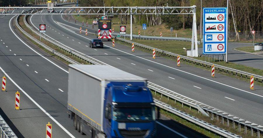 Ein Fahrerwechsel mitten auf der Autobahn? Für die niederländische Polizei eine «der größten Dummheiten, die man machen kann». (Symbolbild)