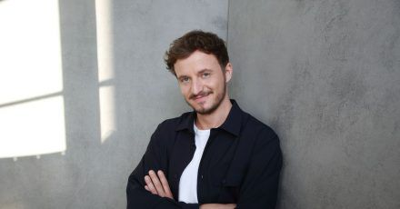 Tommi Schmitt ist Gastgeber der neuen ZDFneo-Show «Studio Schmitt».