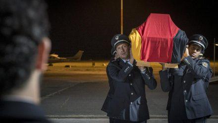"""""""Tatort: Macht der Familie"""": Falkes (Wotan Wilke Möhring, l.) Kollege ist im Dienst ums Leben gekommen. (ili/spot)"""