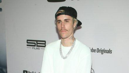Justin Bieber hat selbst vor einigen Jahren zu Gott gefunden (stk/spot)