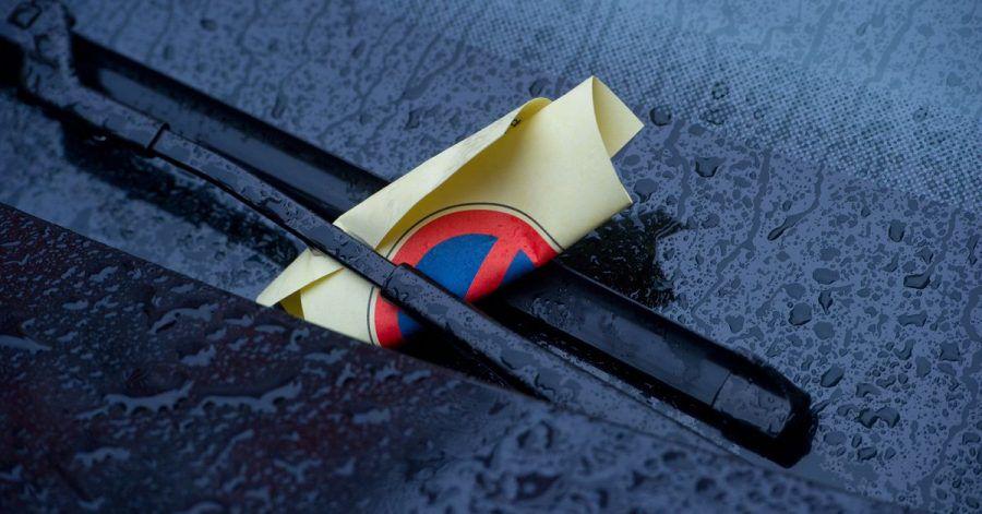 Macht dann zehn Euro bitte - mit fünf Metern Abstand des geparkten Autos zur Kreuzung wäre das nicht passiert.
