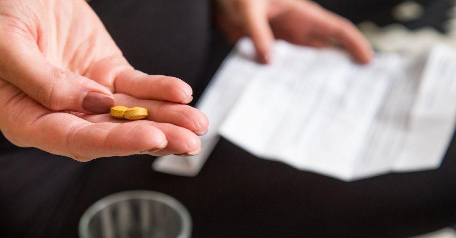 In dem Beipackzettel eines Medikaments sind dessen mögliche Nebenwirkungen und deren Häufigkeit aufgelistet.