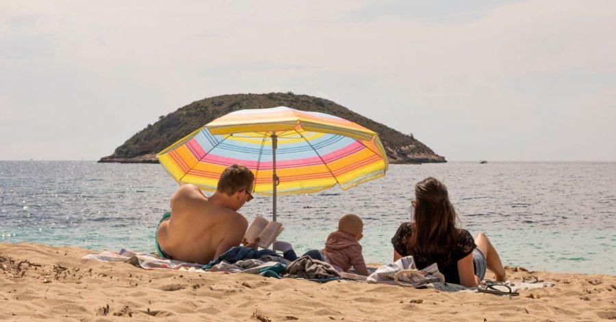 Unbeschwerte Tage ohne Corona - das versprechen derzeit viele Urlaubsinseln im Mittelmeer. Der Wettkampf um die Touristen hat begonnen.