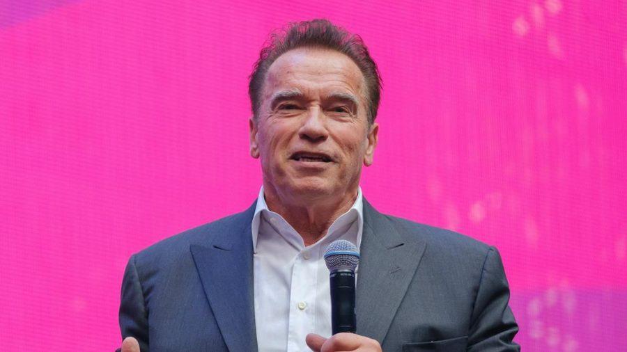 Scheint auch ein sehr guter Gastgeber zu sein: Arnold Schwarzenegger (stk/spot)