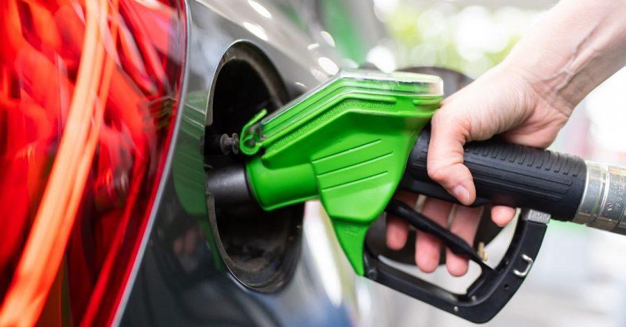 Grüner tanken: Die Super-Sorte E10 soll den Ausstoß von Treibhausgasen verringern.