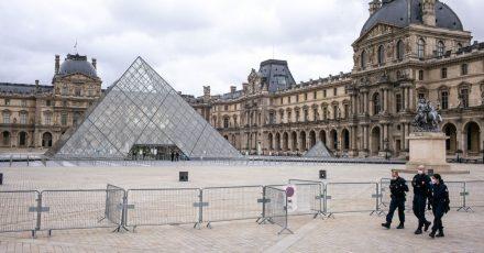 Der Louvre ist geschlossen, der Platz davor ist leer. Doch das Pariser Museum macht nun über 480.000 Werke im Internet zugänglich.