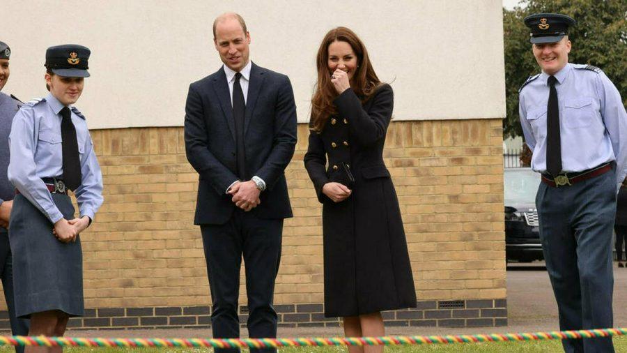 Prinz William und Herzogin Kate bei ihrem Auftritt bei den Air Cadets der Royal Air Force. (ili/spot)