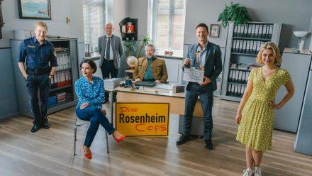 """""""Die Rosenheim-Cops"""" (v.l.): Polizeihauptmeister Michi Mohr (Max Müller), Miriam Stockl (Marisa Burger), Chef Gert Achtziger (Alexander Duda), die Kommissare Anton Stadler (Dieter Fischer) und Sven Hansen (Igor Jeftic) sowie Christin Lange (Sarah Thonig). (ili/spot)"""