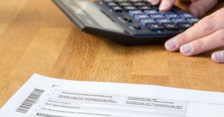 Arbeitnehmer dürfen ihre Steuererklärung noch auf den Papierformularen abgeben.