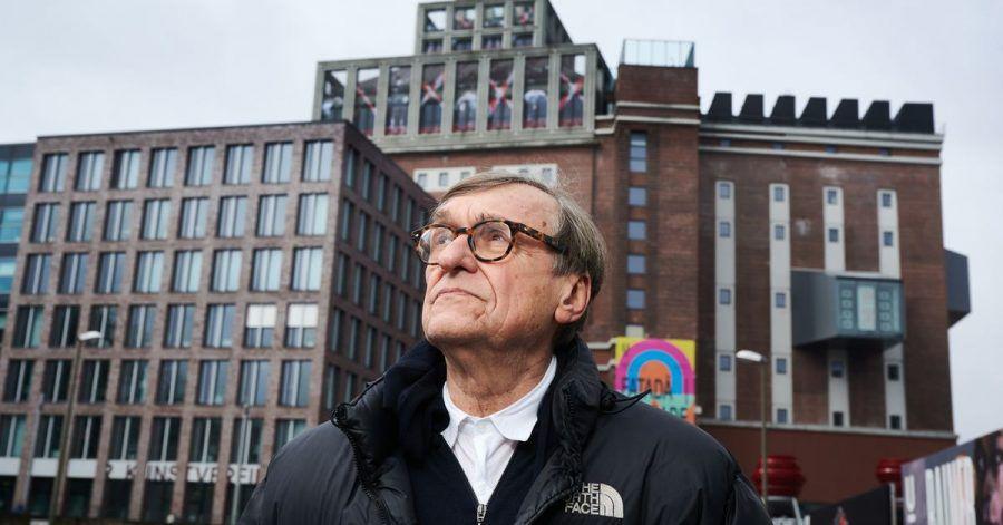 Adolf Winkelmann vor dem Dortmunder U-Turm.