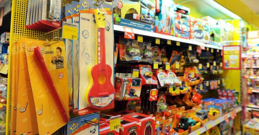 So mancher Kinderwunsch stellt Eltern im Spielzeuggeschäft vor eine schwere Entscheidung.