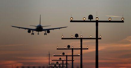 Startende und landende Flugzeuge in der Nähe des Hotels können die Erholung im Urlaub stark schmälern.