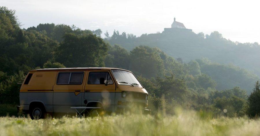 Außerhalb von Camping- und Stellplätzen ist das Übernachten im Wohnmobil oder Campingbus nur erlaubt, um die Fahrtüchtigkeit wieder zu erlangen.