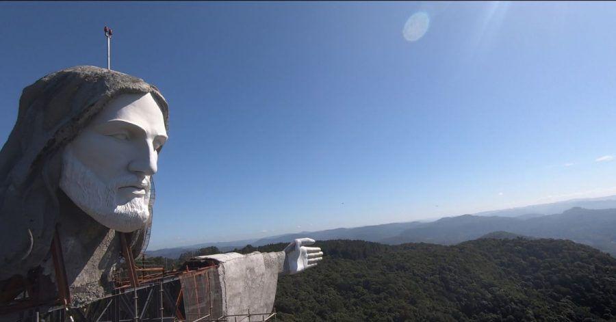 Die Statue in Encantado, von den Künstlern Genesio Gomes Moura und Markus Moura konzipiert, soll 37 Meter hoch sein, d.h. sieben Meter höher als der weltberühmte Christus in Rio de Janeiro.