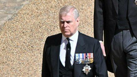 Prinz Andrew auf der Beerdigung von Prinz Philip am vergangenen Samstag (stk/spot)