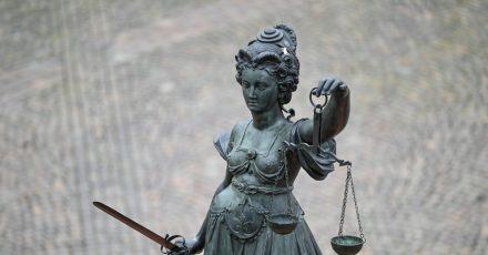 Das Berliner Landgericht hat einen Mann wegen mehrerer Vergewaltigungen zu einer hohen Gefängnisstrafe verurteilt. Die Tatserie hatte im RaumBerlin/Brandenburg große Besorgnis ausgelöst. (Symbolbild)