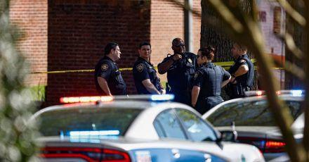 Die US-Polizei von Knoxville sichert den Tatort ab. An einer Schule hat es Schüsse gegeben.