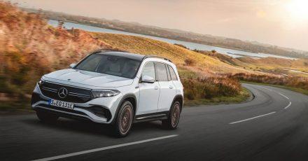 Geländegänger unter Strom: Mercedes elektrisiert seine SUV-Palette weiter und lässt den EQB mit einer Akkufüllung über 400 Kilometer weit kommen.