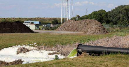 Das ehemalige Düngemittelwerk befindet sich im Bezirk Manatee, südlich von Tampa. Nachdem das Leck in einem Abwasserbecken bekannt geworden war, waren rund 300 Häuser in der Region evakuiert worden.