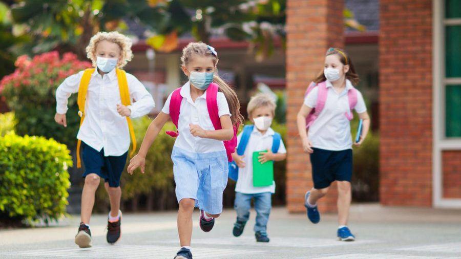 Für viele Kleinkinder ist ein Leben mit dem Coronavirus inzwischen Normalität. (eee/spot)