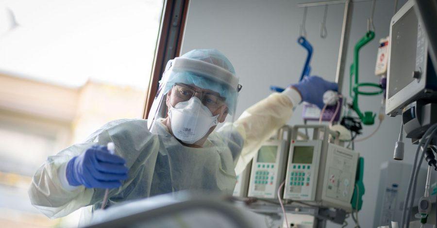 Nur ein Drittel der Intensivstationen bundesweit kann derzeit noch «einfach so» Patienten aufnehmen, warnt der wissenschaftliche Leiter des Intensivregisters, Christian Karagiannidis. (Bild aus Berlin)