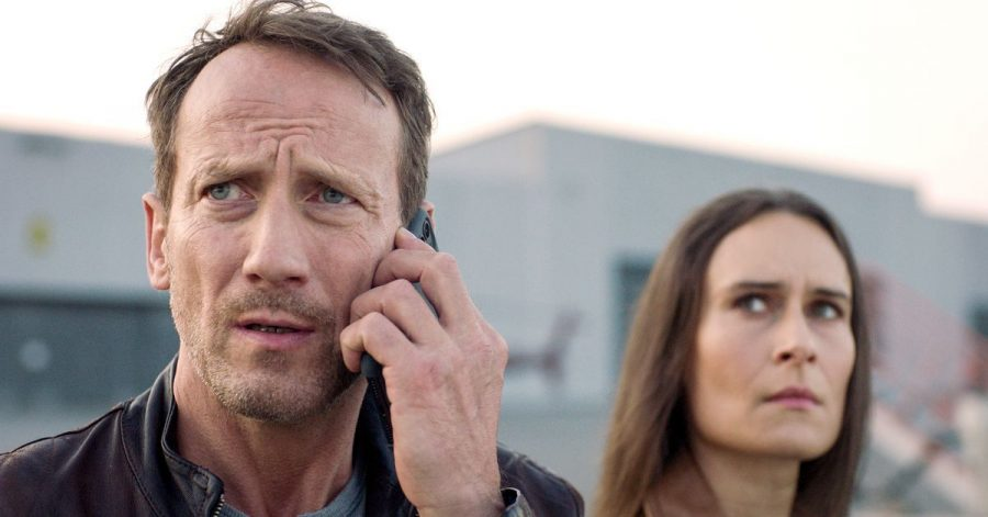 Der Einsatz läuft aus dem Ruder: Falke (Wotan Wilke Möhring) mit seiner Kollegin Katia (Anja Taschenberg) kommen in «Macht der Familie» zunächst nicht weiter.