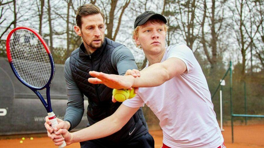 Bruno Alexander (re.) mit seinem Tennistrainer (eee/spot)