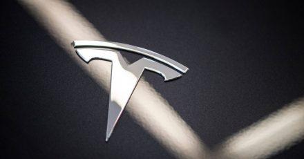 Obwohl Tesla sein Autopilot-System verbessert hat, bemängeln Experten die mangelnde Sicherheit.