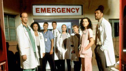 """Lang ist's her: Mitte der 90er Jahre startete die Krankenhausserie """"Emergency Room"""" - unter anderem mit George Clooney (3.v.l.) (stk/spot)"""