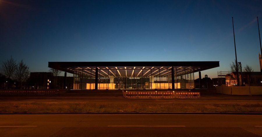 Sie strahlt wieder - die Neue Nationalgalerie in Berlin.