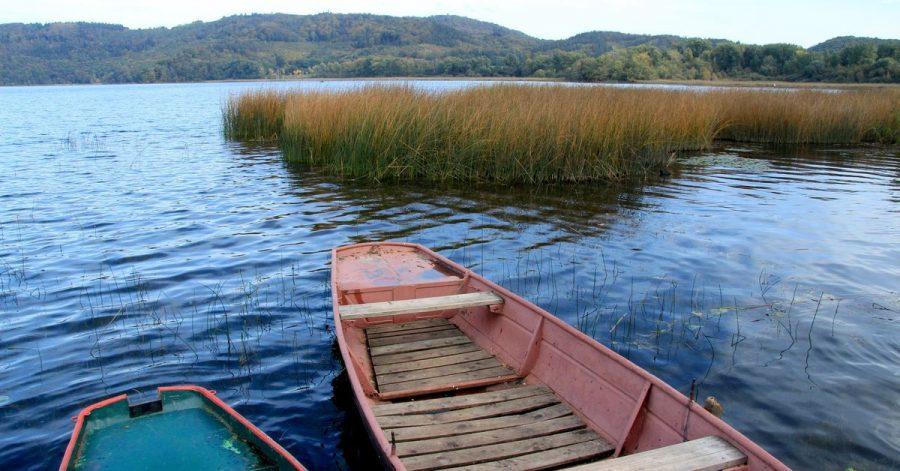 Der Laacher See ist der größte natürliche Mittelgebirgssee Deutschlands.