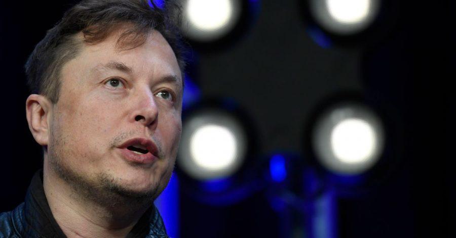 Kein typischer Firmenboss: Tesla-Chef Elon Musk verwickelt sich regelmäßig in Diskussionen bei Twitter, hat eine große Fan-Gemeinde und hatte auch schon Gastauftritte in Filmen und TV-Sendungen.