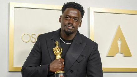 """Daniel Kaluuya erhielt den ersten Darsteller-Oscar des Abends für """"Judas and the Black Messiah"""" (stk/spot)"""