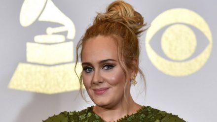 Adele feiert hier ausgelassen ihren neuen Body