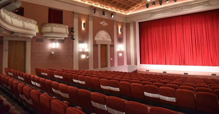 Der große Kinosaal in dem mit 111 Jahren ältesten Moskauer Filmtheater Chudoschestwenny.