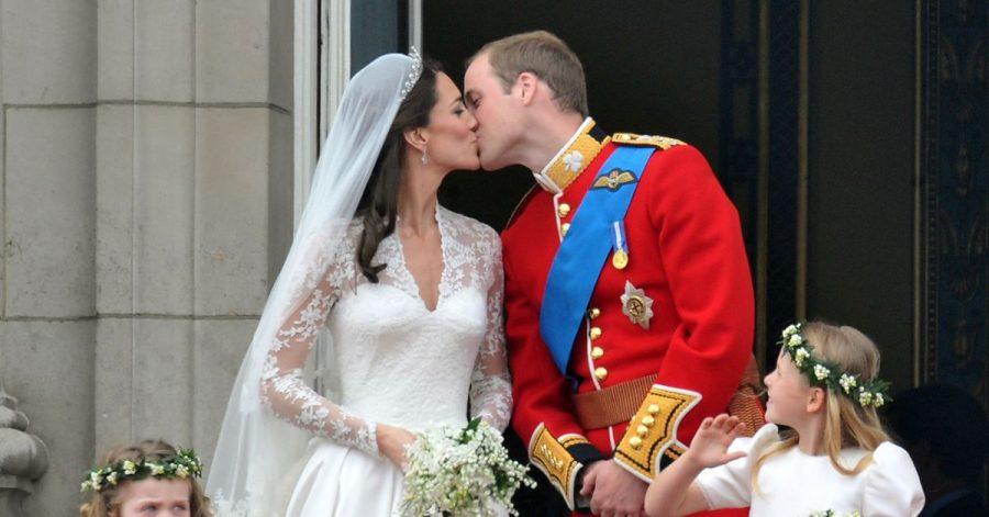 Es war eine Traumhochzeit:William und Kate küssen sich auf dem Balkon des Buckingham-Palastes - und die ganze Welt sieht zu.
